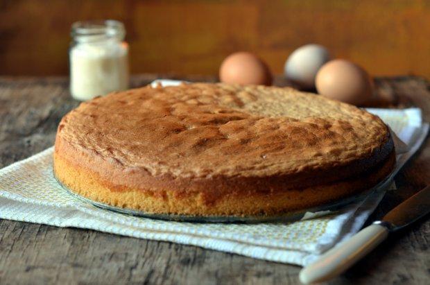 Рецепт бисквитного торта всего лишь из трех ингредиентов