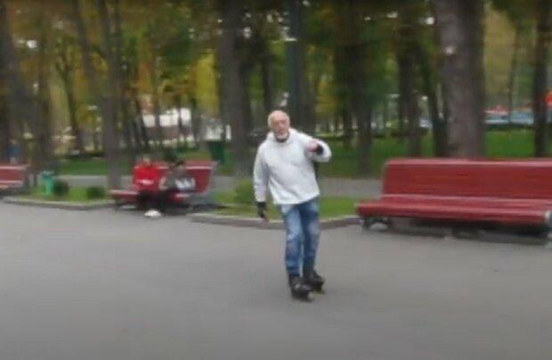 """В Харькове 87-летний дедушка на роликах дал фору молодым: """"Вставайте с диванов!"""""""