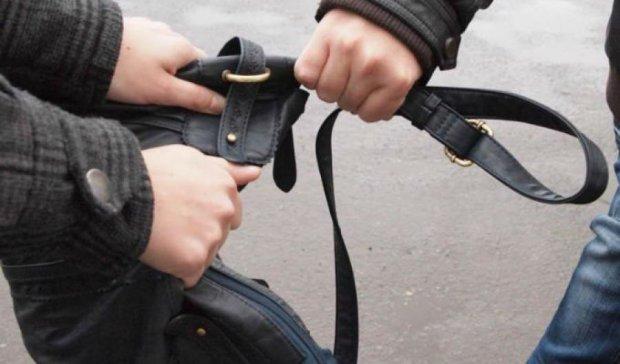 У киевлянина отобрали сумку с миллионом гривен