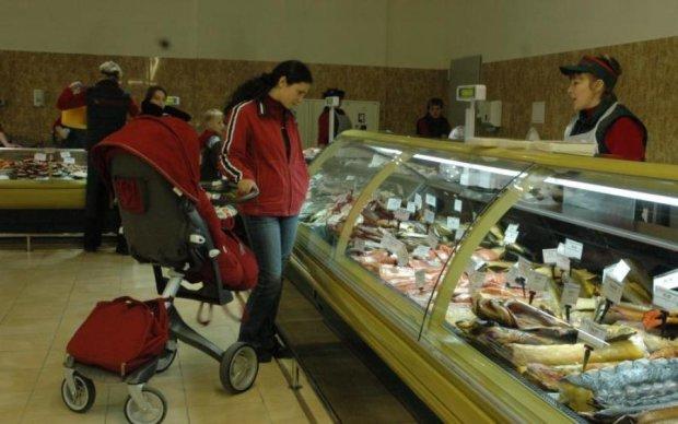Кияни масово труяться рибою із супермаркетів