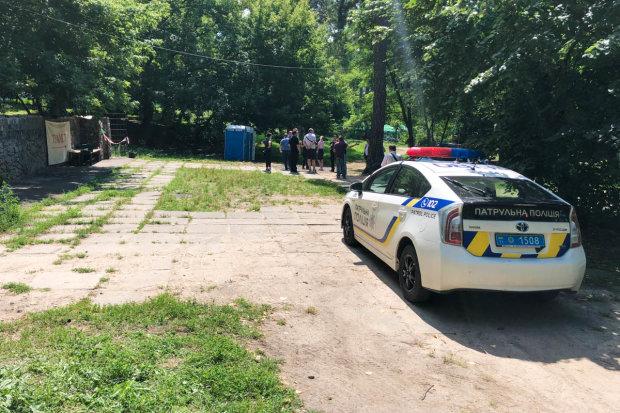 У Києві відвідувачі туалету знайшли закривавлене тіло: звіряче вбивство ошелешило навіть копів