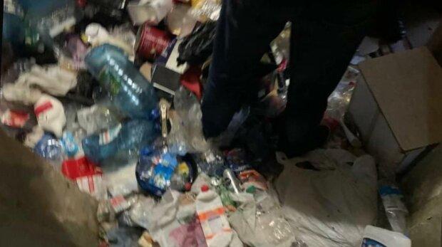Звалище в квартирі, фото: Національна поліція