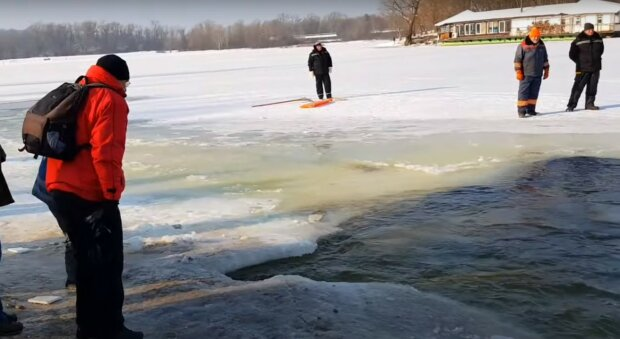 На льду, скриншот из видео