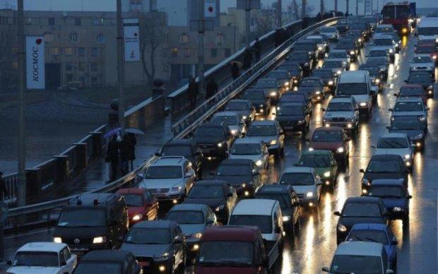 Готуйтеся до заторів: у Києві перекриють ключовий міст
