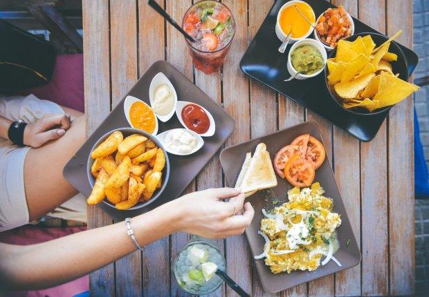 10 способів заощадити в подорожі на їжі