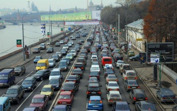 Киев тянется в восьмибалльных пробках