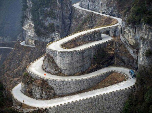 Нічний жах наяву: топ доріг, від яких у водіїв кров в жилах стигне