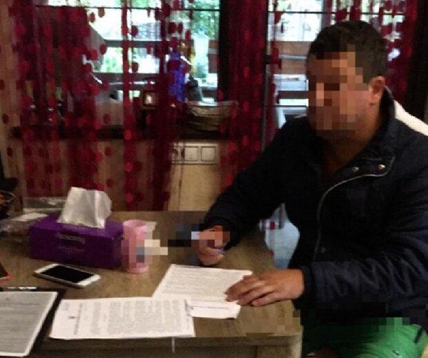 СБУ накрила злочинне лобі: десятки підроблених документів, членські квитки ДНР і награбовані мільярди
