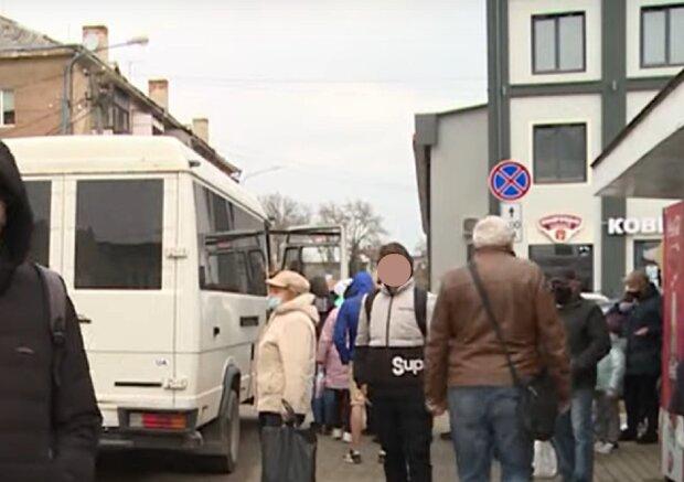 На Прикарпатті чоловік не побачив знак про заборону паркування, кадр з репортажу НТК: YouTube