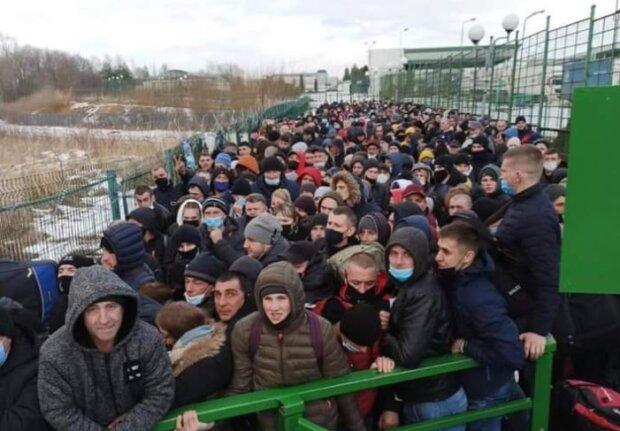 Тысячи украинцев застряли на границе с Польшей: заставляют мерзнуть ради злотых
