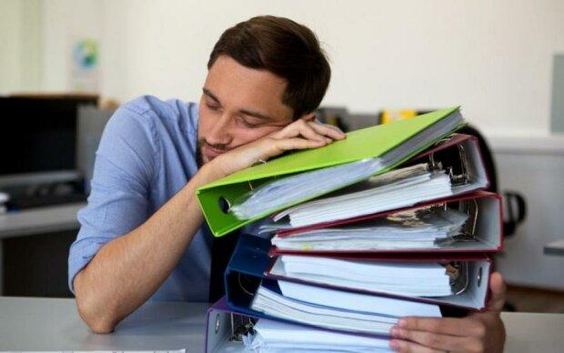 5 способів непомітно спати на роботі