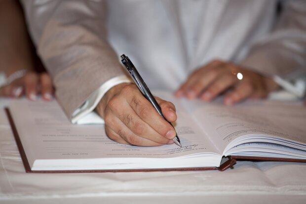 Договор, фото: Pixabay