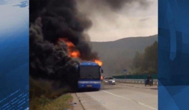 В горящем автобусе в Китае погибли 30 человек