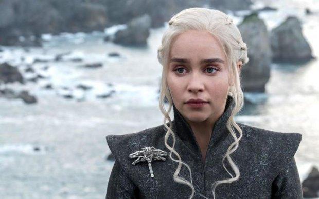 Ради благого дела: Мать драконов приготовила романтический сюрприз всем желающим