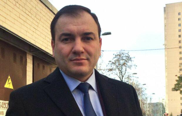 """""""Должен ответить"""": """"разбойник"""" Годунок избил переселенца с Донбасса прямо в здании горсовета"""