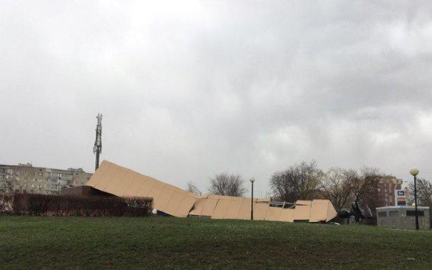 У Росії через вітер впали два величезних пам'ятники
