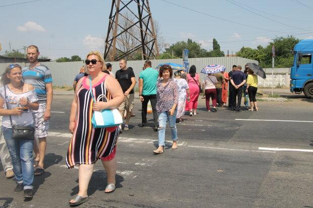 На Одесчине десятки разъяренных фермеров перекрыли важную трассу: что требуют