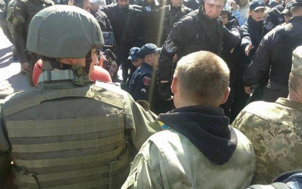 Добре, але мало: екс-боєць АТО побив пропагандиста Коцабу