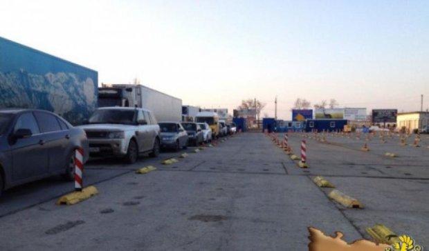 Очередь на паром в Крым уже в полтысячи машин