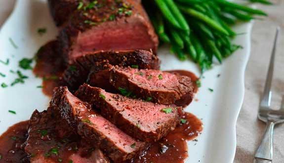 Новый год 2019: рецепт стейков в винном соусе