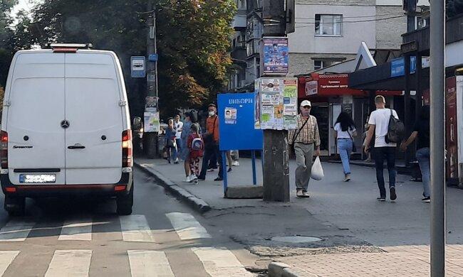 В Хмельницком агитируют с нарушениями, фото oporaua.org