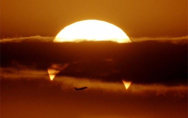 Солнечное затмение: астрономы показали уникальный полет сквозь тень