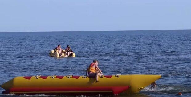Відпочинок біля моря, скріншот: Youtube