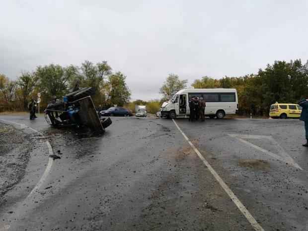 Праздник удался: трактор с пассажирами попал в жуткую аварию, много пострадавших