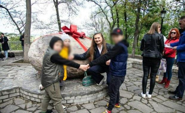 У Києві з'явився зворушливий пам'ятник мамам: спасибі за життя