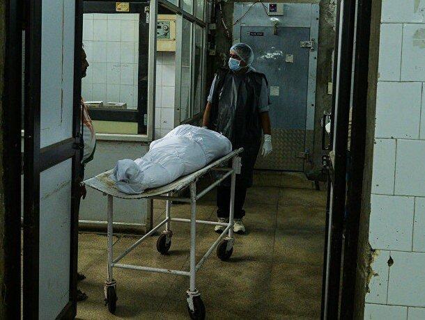 """В районной больнице стирали простыни после трупов и выдавали пациентам: """"Из мешков все течет, то кровь, то еще что-то..."""""""