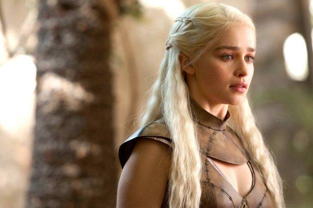 Мать драконов впервые посветила грудью на красной  дорожке