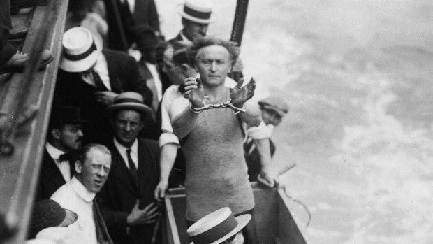 Известный иллюзионист пытался повторить подводный трюк Гудини: тело нашли спустя сутки