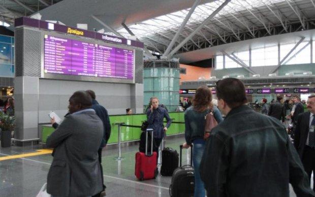 Тисячі туристів застрягли у київському аеропорту: що відбувається