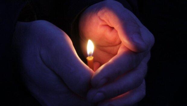 Свічка, траур, фото з відкритих джерел