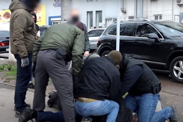 """На Львовщине задержали рэкетиров, кошмаривших перевозчиков, - """"300 гривен с пассажира или сожженный автобус"""""""