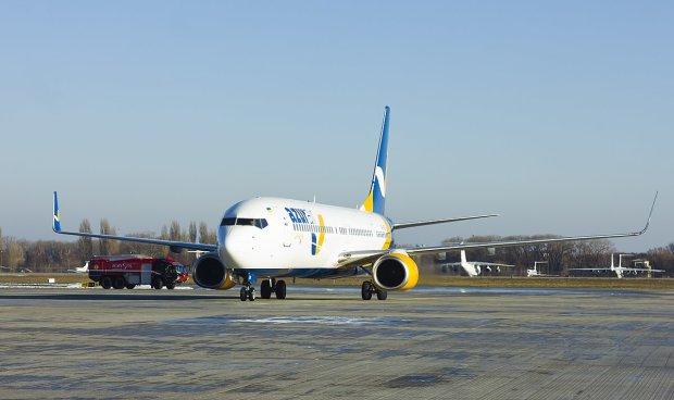 Дика НП у Одеському аеропорту, люди на ходу вистрибували з літака