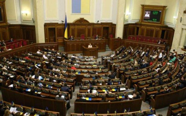 Без суду не буде траншу: в Раді крізь зуби затвердили законопроект