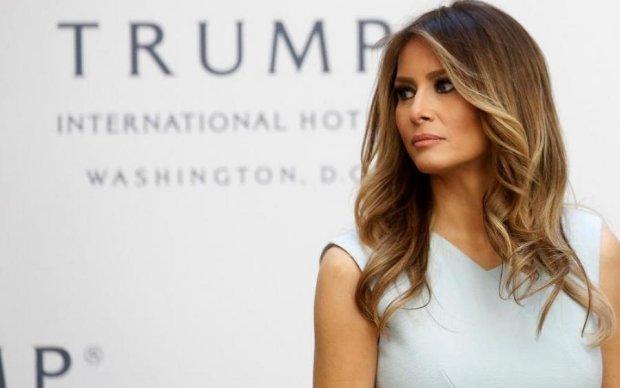 """Ураган красі не перешкода: Меланія Трамп вляпалася в """"модний"""" скандал"""
