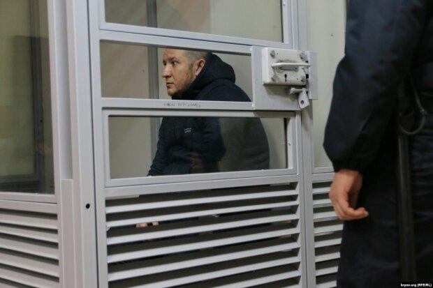 """Обмін полоненими розпочався: український моряк повернеться додому замість скандального """"беркутівця"""""""