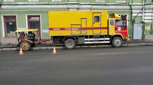 Коммунальщики Терехова устроили харьковчанам холодный душ посреди города: затопило даже подвалы