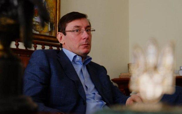 Генпрокурор Луценко возьмет на личный контроль расследование о хищении миллионов на дороге в Подгорцах главой сельсовета и ОПГ коррупционеров