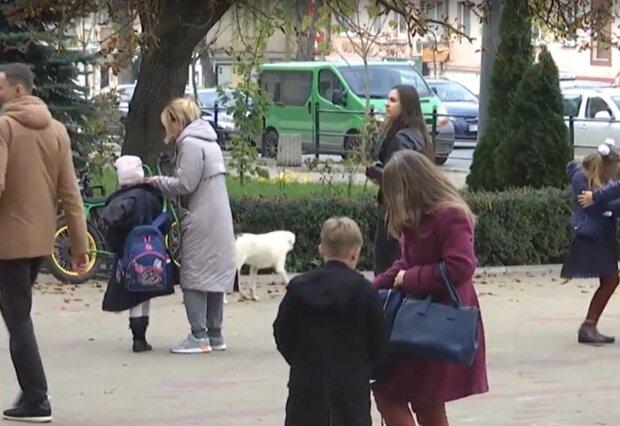 Школярі, фото: кадр з відео