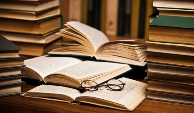 В Крыму получили российские учебники на крымскотатарском языке