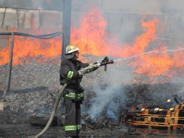 В одном из магазинов Днепра взорвалась детская игрушка: дым окутал все здание
