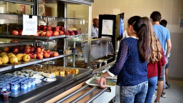 Де меню від шефа? Франківських школярів продовжують годувати гречкою, батьки підняли скандал