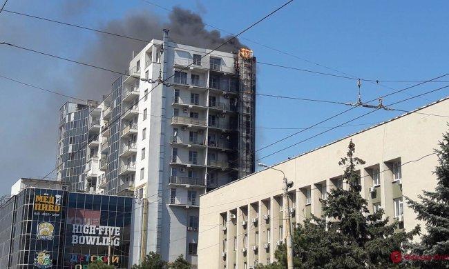 У Києві спалахнула багатоповерхівка, пекельний дим забрав життя двох малюків: моторошне відео