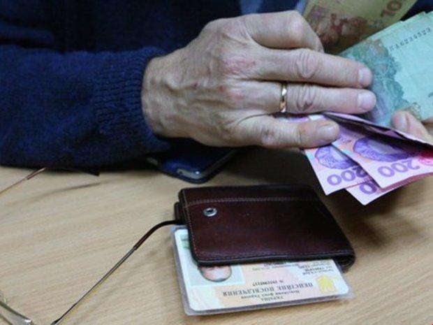Новые зарплаты и пенсии украинцам на конец года наобещали золотые горы