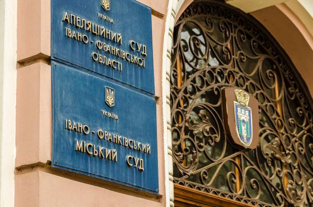 """У Львовi посадять скандального чиновника, давно """"просився"""": зривав асфальт з-пiд ваших колiс"""