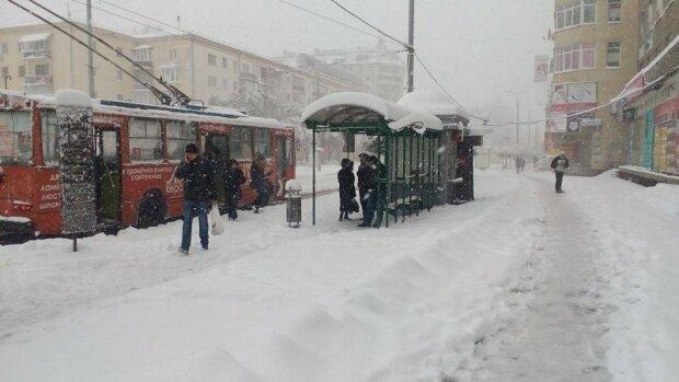 Франківськ потоне в заметах, зима влаштує прощальну вечірку 5 лютого