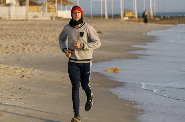 До Києва за 11 днів: одеський Форест Гамп встановив обіцяний рекорд, кадри потужного фінішу